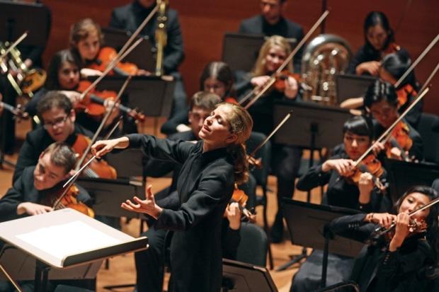 karina-canellakis-juilliard-orchestra-lincoln-center-credit-hiroyuki-ito-kw13-da79599a